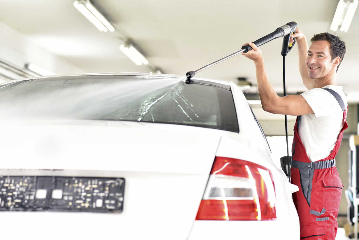 6 Reasons to Clean and Wash Your Car More Often